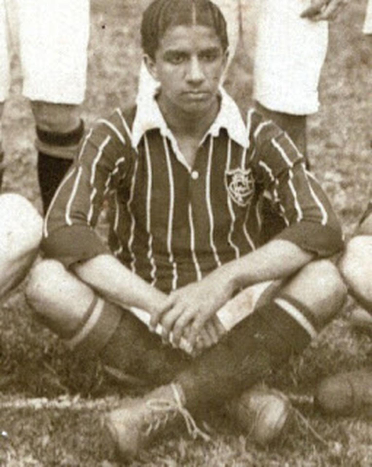 Jogador Carlos Alberto, do Fluminense, usava pó de arroz para entrar em campo pelo time