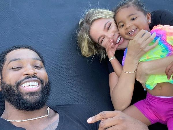 Tristan Thompson e Khloé Kardashian com a filha True