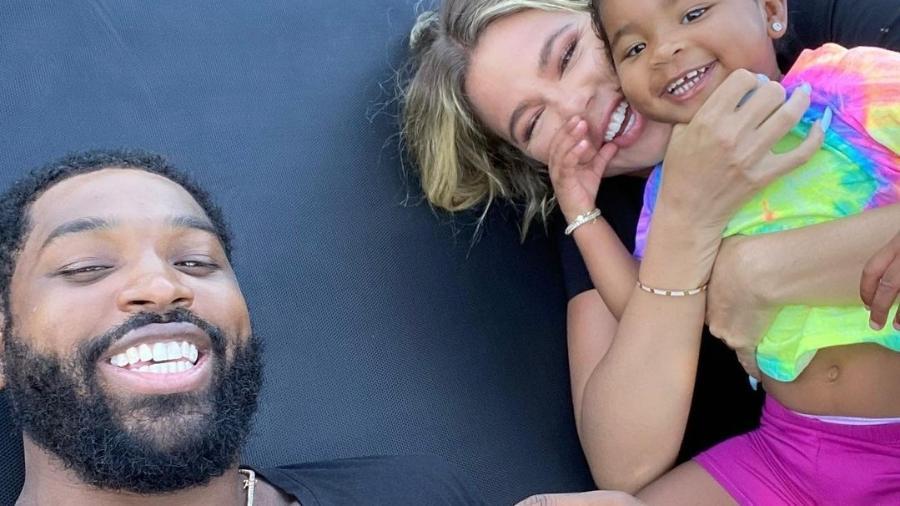 Tristan Thompson e Khloé Kardashian com a filha True - Reprodução/Instagram