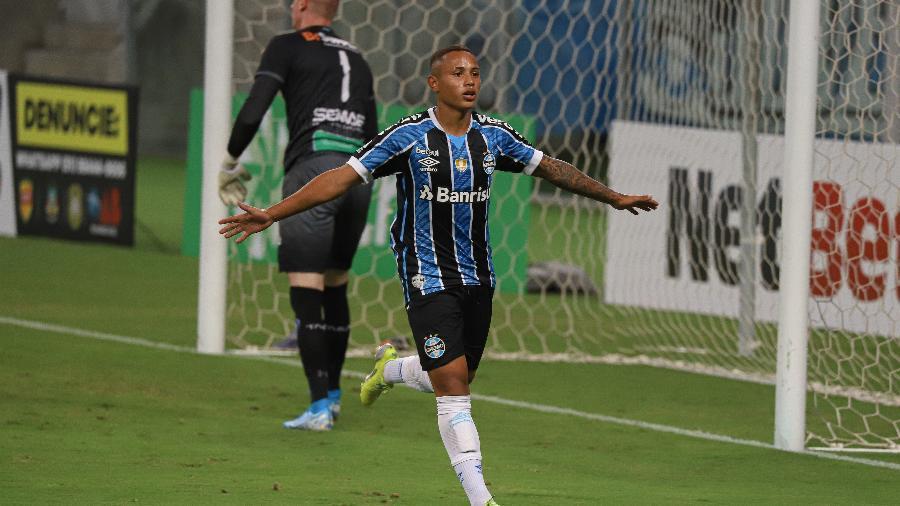Guilherme Azevedo comemora gol do Grêmio contra o Aimoré pelo Campeonato Gaúcho - Maxi Franzoi/AGIF
