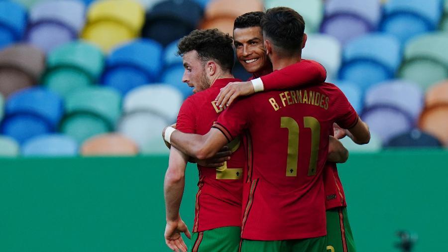 Cristiano Ronaldo comemora com em amistoso de Portugal contra Israel - Gualter Fatia/Getty Images