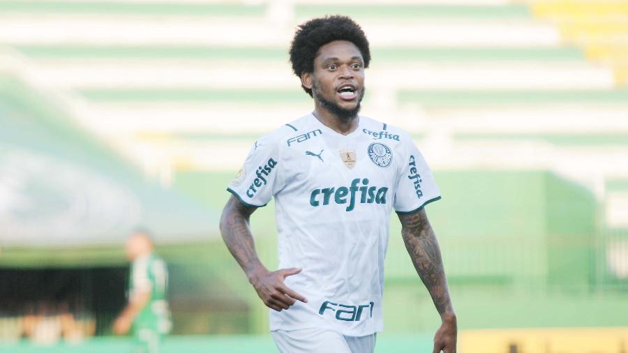 Luiz Adriano comemora o gol marcado na vitória do Palmeiras sobre a Chapecoense - TARLA WOLSKI/FUTURA PRESS/FUTURA PRESS/ESTADÃO CONTEÚDO