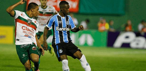 """Lincoln renovou contrato com o Grêmio até 2019: """"Alegria imensa"""" - Lucas Uebel/Grêmio"""