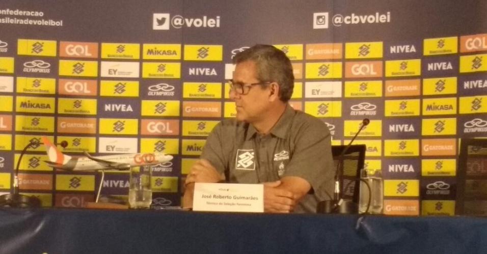 José Roberto Guimarães durante entrevista coletiva no qual anunciou a sua renovação de contrato