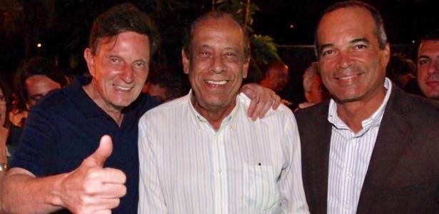 Carlos Alberto Torres (centro) posa para foto ao lado de Crivella (esq.) e Gonçalves - Arquivo Pessoal