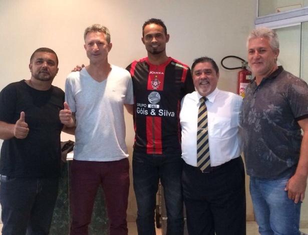 Goleiro Bruno acerta por 2 anos com o Boa Esporte e volta ao futebol: de volta após 7 anos preso e sem jogar.