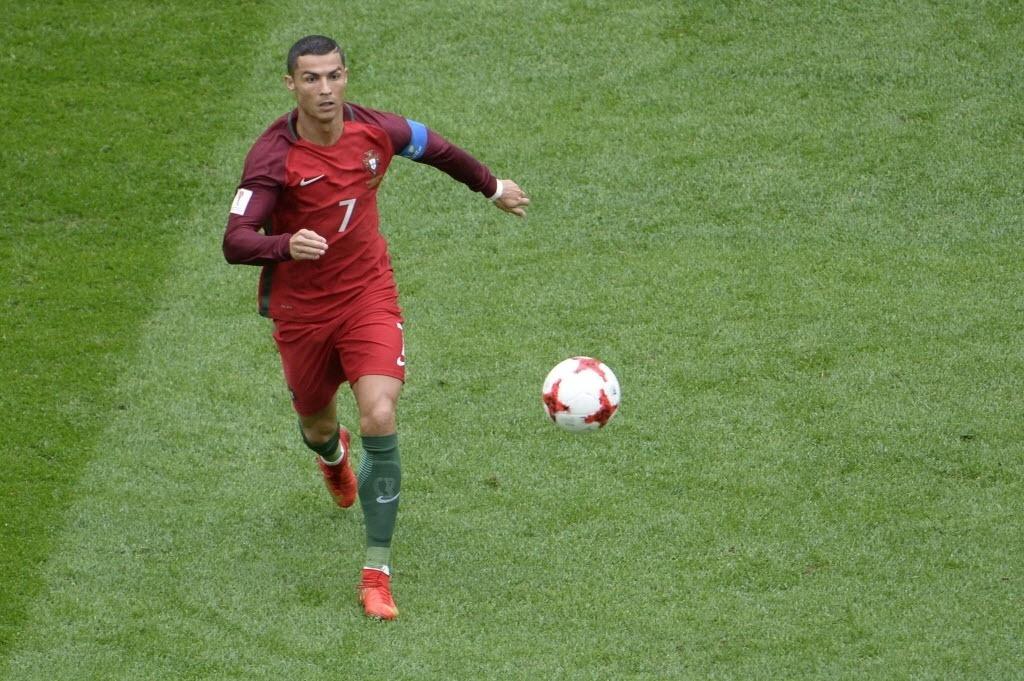 Cristiano Ronaldo em ação contra a Nova Zelândia em partida da Copa das Confederações