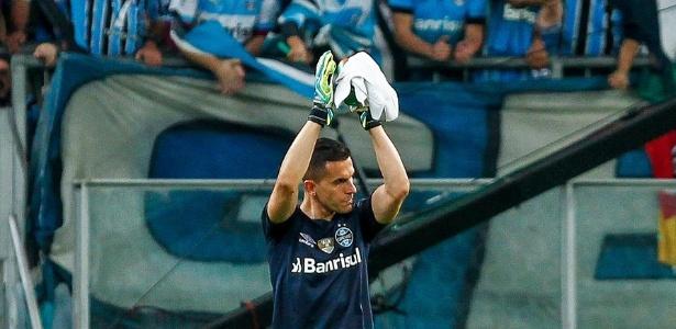 Goleiro recebeu apoio da torcida após jogo contra o Atlético-PR, pela Copa do Brasil