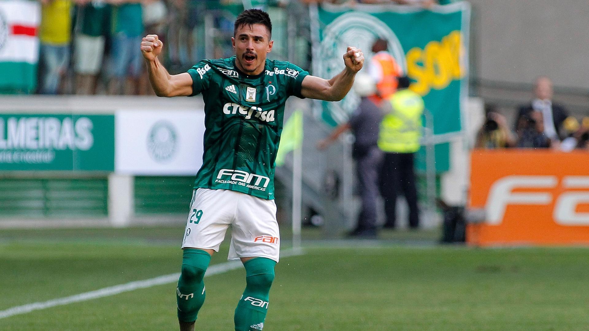 Willian comemora gol do Palmeiras sobre o São Paulo