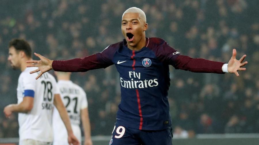 Mbappé comemora o gol marcado para o PSG sobre o Caen - REUTERS/Gonzalo Fuentes