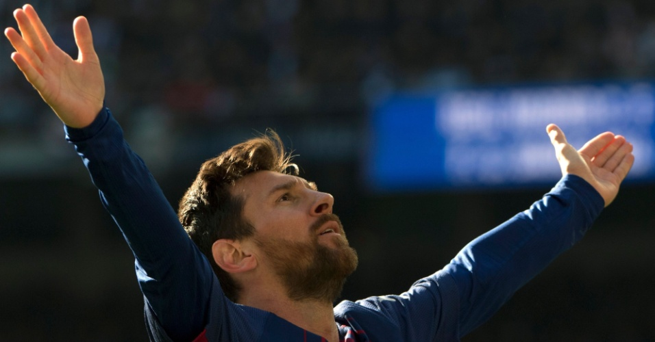 Messi comemora após marcar o segundo gol do Barcelona contra o Real Madrid