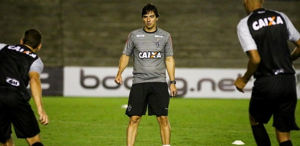 Thiago Larghi vai ter quatro dias de treinos fechados antes do clássico com o Cruzeiro
