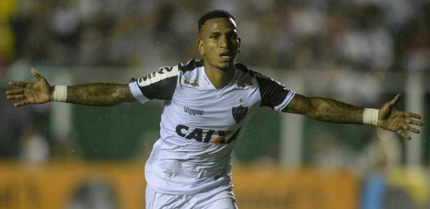 Otero comemora gol do Atlético-MG sobre o Figueirense