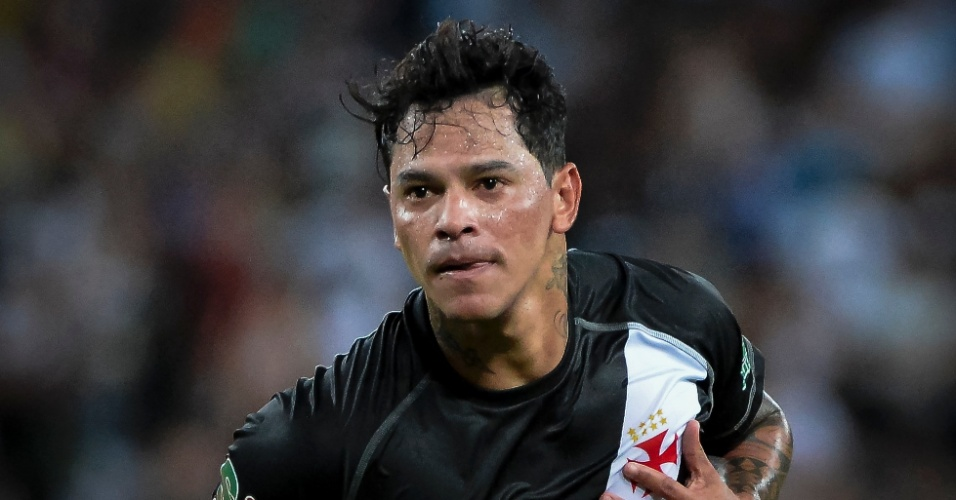 Giovanni Augusto faz gol para o Vasco contra o Fluminense pelo Campeonato Carioca