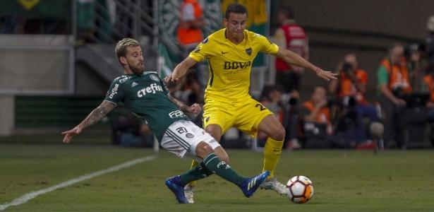 Lucas Lima tenta passe durante Palmeiras x Boca Juniors pela Copa Libertadores