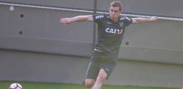 Adilson, do Atlético-MG, está recuperado de lesão e estará à disposição de Levir Culpi contra o Botafogo