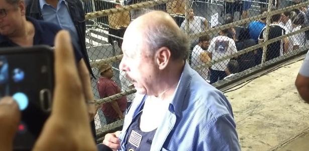 José Carlos Peres, presidente do Santos, durante votação de impeachment - Marcelo de Vico/UOL