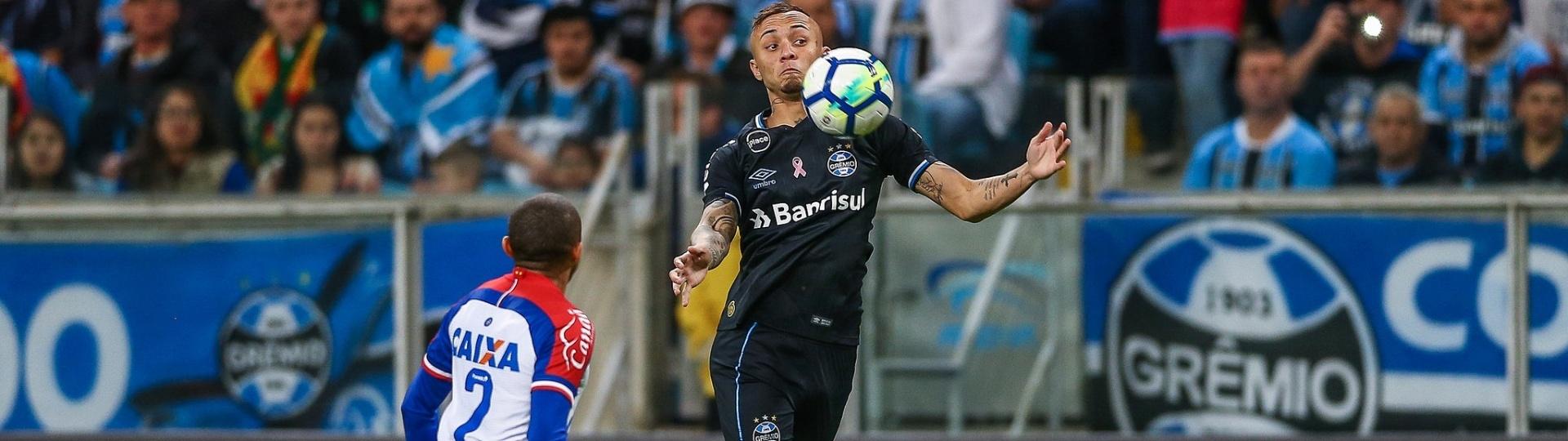 Everton sente coxa direita e sai antes do intervalo de Grêmio x Bahia