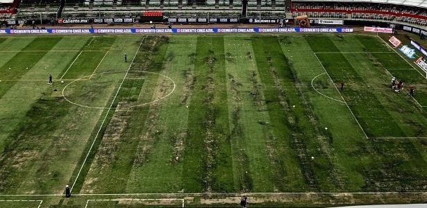 Gramado do Estádio Azteca impede realização de jogo da NFL
