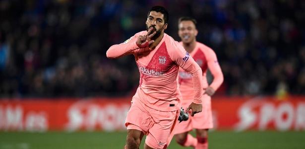 Messi e Suárez (foto) marcaram no primeiro tempo e garantiram os três pontos