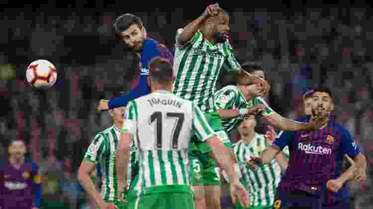 Piqué, zagueiro do Barcelona, contra o Betis - Jorge Guerrero/AFP - Jorge Guerrero/AFP