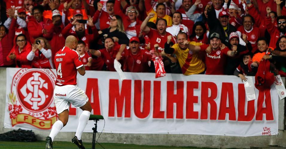 Rodrigo Moledo comemora seu gol para o Internacional contra o Nacional (URU) pela Copa Libertadores