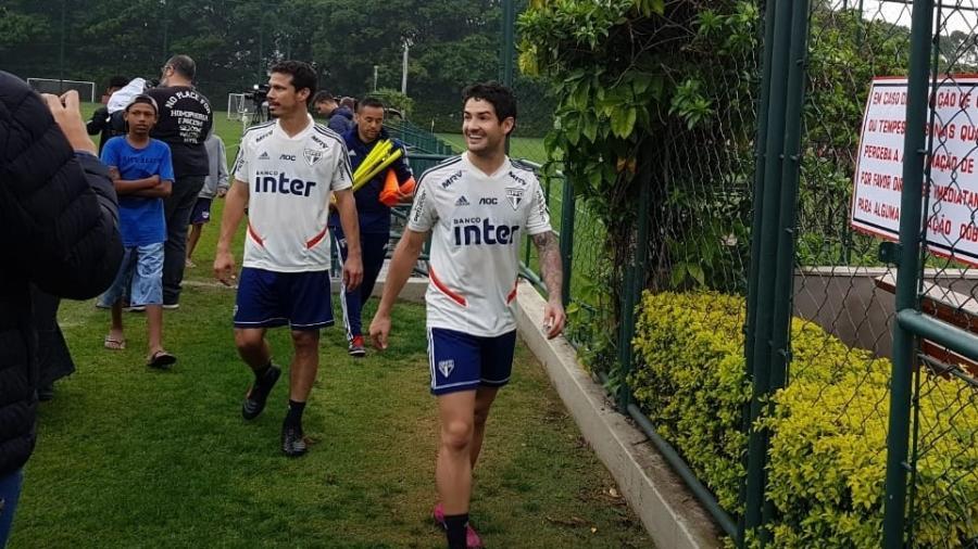 Hernanes e Alexandre Pato em treino do São Paulo - Flávio Latif/UOL