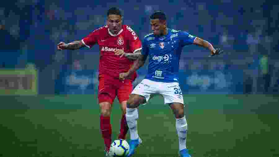 Guerrero e Pedro Rocha, em partida do Internacional contra o Cruzeiro - Bruno Haddad/Cruzeiro
