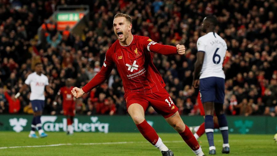 Henderson comemora após marcar para o Liverpool contra o Tottenham pelo Campeonato Inglês - Phil Noble/Reuters