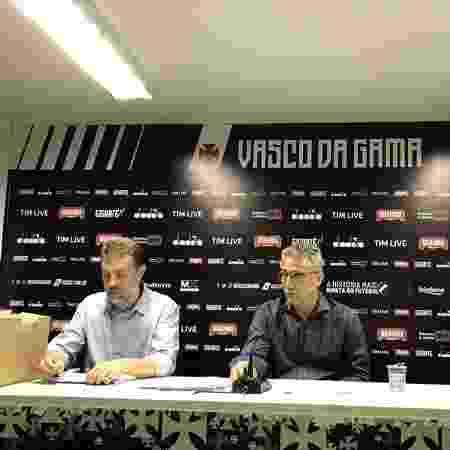 João Marcos Amorim (esq.) e Alexandre Campello (dir.): vice deixou a pasta de Finanças do Vasco - Rafael Ribeiro / Vasco