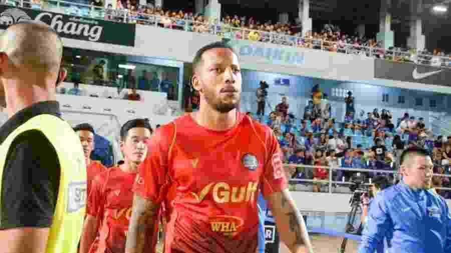 Tiago Chulapa, em ação pelo Rajong, time da primeira divisão tailandesa - Divulgação