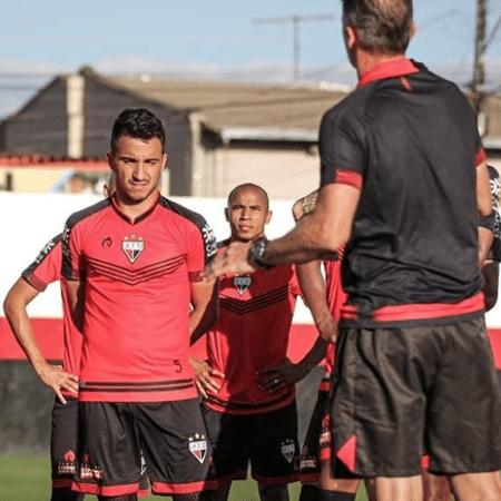 Vágner Mancini (d), em treino do Atlético-GO - Reprodução/Instagram