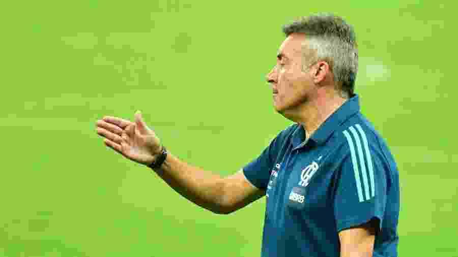 Domenec Torrent viu escolha de time titular não corresponder expectativa em derrota para o Ceará - Kely Pereira/AGIF