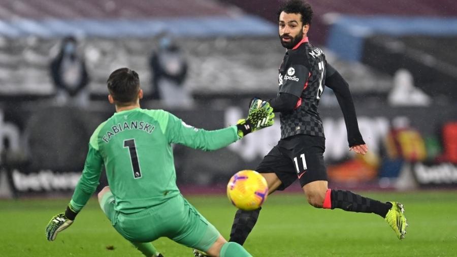 Mohamed Salah faz gol para o Liverpool em partida contra o West Ham pelo Campeonato Inglês - Justin Setterfield/Getty Images