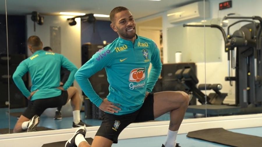 Renan Lodi faz tratamento após trauma na bacia em jogo da seleção brasileira - Reprodução/CBF TV