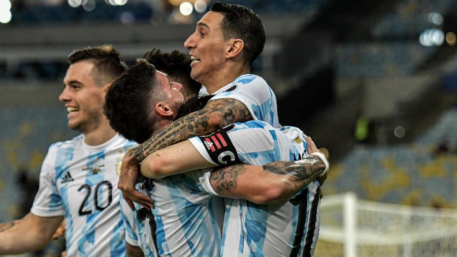 Jogadores da Argentina comemoram gol de Di María na final da Copa América contra o Brasil, no Maracanã - Thiago Ribeiro/Thiago Ribeiro/AGIF