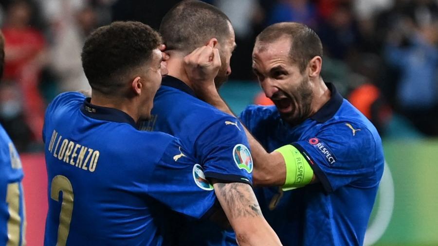 Jogadores da Itália comemoram gol de Bonucci durante a final da Eurocopa diante da Inglaterra - PAUL ELLIS / POOL / AFP