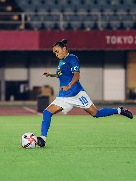 Marta cobra pênalti na partida entre Brasil e Holanda no futebol feminino em Tóquio - Sam Robles/CBF