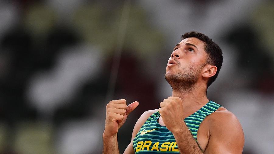 Thiago Braz durante final do salto com vara. Ele conquistou a medalha de bronze nos Jogos Olímpicos de Tóquio-2020 - BEN STANSALL/AFP