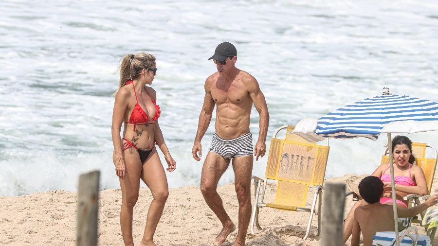 Túlio Maravilha curte praia com a família no Rio de Janeiro - Delson Silva/AgNews