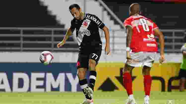 Meia Nenê fez sua estreia pelo Vasco em jogo contra o CRB, em Maceió (AL), pela Série B - Rafael Ribeiro/Vasco   - Rafael Ribeiro/Vasco
