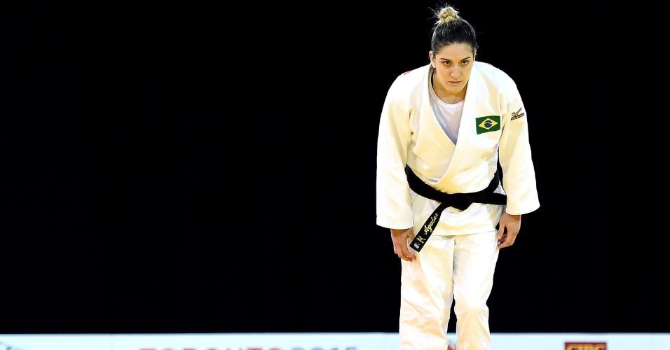 Mayra Aguiar cumprimenta a mexicana Liliana Cardenas depois de vencê-la nas quartas de final do judô
