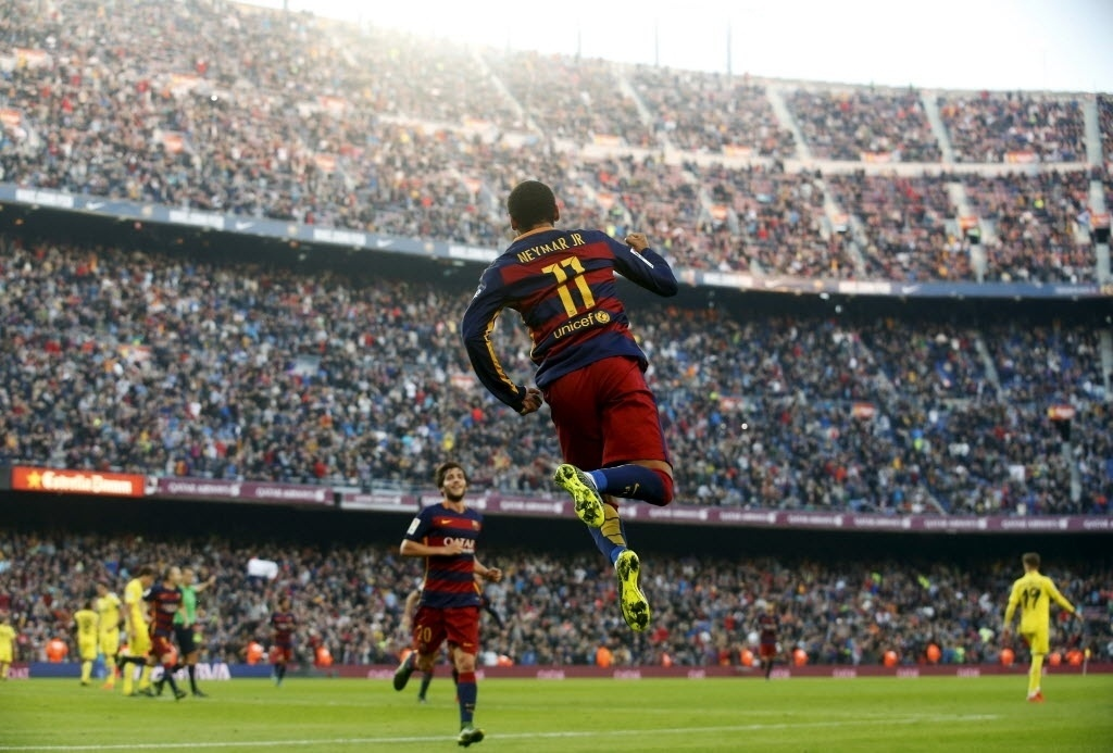 Neymar comemora o gol marcado na vitória contra o Villarreal