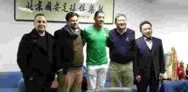 Volante Ralf é apresentado no Beijing Guoan - Divulgação - Divulgação