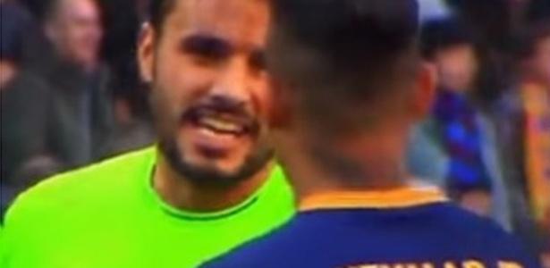 Pedro León conversa com Neymar durante Barcelona 6 x 0 Getafe