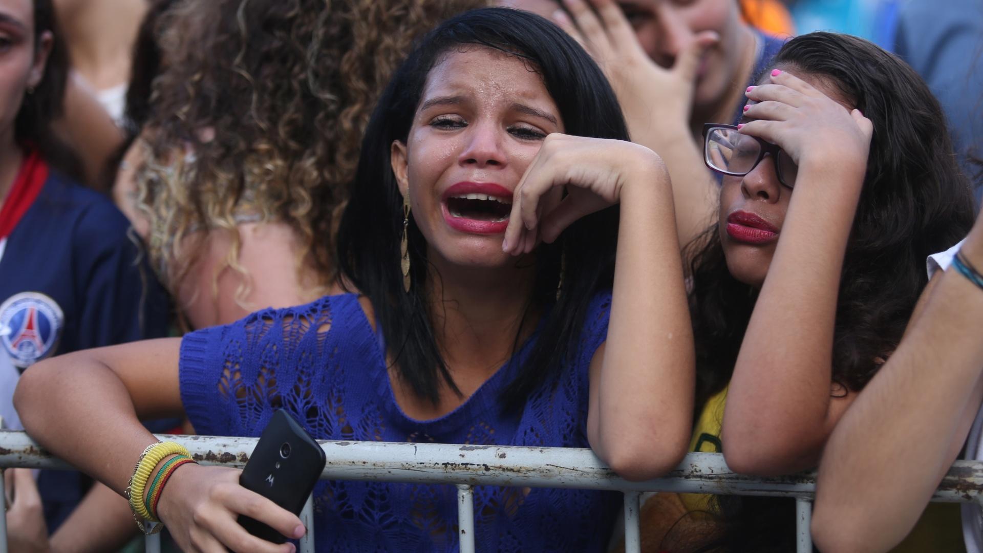 Garotas vão ao desespero com a chegada da seleção, especialmente com a de Neymar
