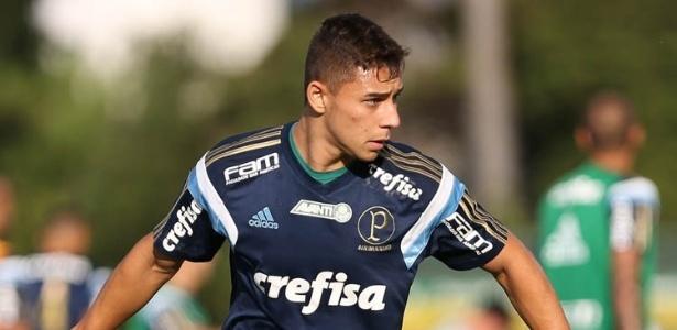 João Pedro durante treino do Palmeiras em 2016