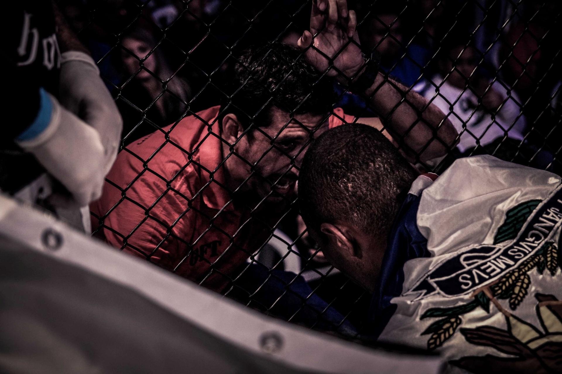 Quemuel Ottoni luta contra Acácio Pequeno no Thunder Fight