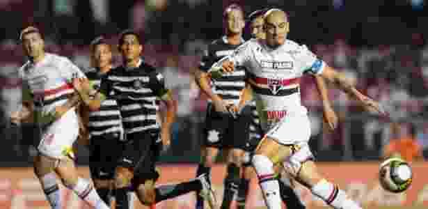 Maicon foi xingado pelos corintianos na Arena em Itaquera - Marcello Zambrana/AGIF