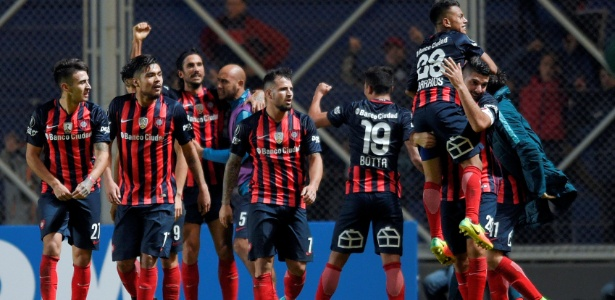 Os jogadores do San Lorenzo comemoram a classificação na Copa Libertadores